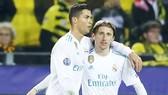 """Nội bộ Real """"chia đôi"""" vì Ronaldo và Modric"""
