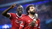 Sẽ là tai họa nếu Mohamed Salah (phải) và Sadio Mane cùng lúc vắng mặt. Ảnh: Getty Images
