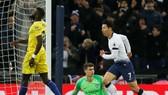 Son Heung-min tung đòn kết liễu Chelsea. Ảnh: Getty Images