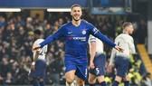Eden Hazard mừng bàn thắng quan trọng trước Tottenham. Ảnh: Getty Images