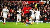 Nỗ lực ghi bàn của Paul Pogba đã không đủ giúp Quỷ đỏ nối dài mạch thắng. Ảnh: Getty Images