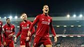 Virgil van Dijk chói sáng giúp Liverpool tận hưởng chiến thắng lớn nhất mùa giải. Ảnh: Getty Images