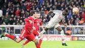 Sadio Mane tung cú đấm quyết định giúp Liverpool hạ gục Bayern Munich. Ảnh: The Sun
