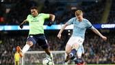 Kevin De Bruyne tung cút sút ghi bàn mở tỷ số vào lưới Cardiff City. Ảnh: Getty Images
