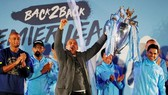 HLV Pep Guardiola mừng chiến công trước người hâm mộ Man.City. Ảnh: Daily Mail