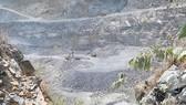 Hiện trường khai thác sâu hun hút ở cụm mỏ đá Dĩ An