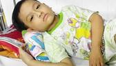Bé trai 8 tuổi bị ung thư máu