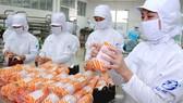 Chế biến giò chả tại Công ty cổ phần Chế biến hàng xuất khẩu Cầu Tre                                                             Ảnh: CAO THĂNG