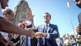 Tổng thống Pháp Emmanuel Macron gặp gỡ cử tri