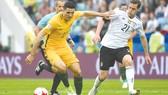Australia (trái) hy vọng sẽ có được 3 điểm trước Cameroon.