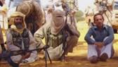 Một con tin bị nhóm khủng bố Al-Qaeda bắt giữ. Ảnh minh họa. AP