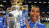Ashley Cole muốn trở lại Chelsea