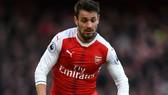 Mathieu Debuchy còn chỗ trong đội hình của Arsenal.