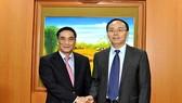 Trước đó, Thứ trưởng Bộ Tài chính Trần Xuân Hà đã tiếp đoàn công tác của Sở Giao dịch Chứng khoán Thâm Quyến (SZSE) - Trung Quốc, do ông Wu Lijiun - Chủ tịch Sở Giao dịch làm Trưởng đoàn