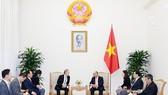 Thủ tướng Nguyễn Xuân Phúc đã tiếp ông Chang Dae Whan, Chủ tịch Tập đoàn truyền thông Maekyung. Ảnh: VGP