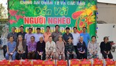 Tặng quà tết cho nhiều gia đình nghèo tại xã Phước Vĩnh An, huyện Củ Chi, TPHCM