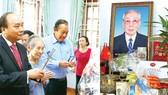 Thủ tướng Nguyễn Xuân Phúc dâng hương đồng chí Võ Chí Công,  nguyên Ủy viên Bộ Chính trị, nguyên Chủ tịch Hội đồng Nhà nước  CHXHCN Việt Nam.            Ảnh: TTXVN