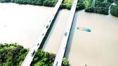 Hai bờ kênh Mương Chuối huyện Nhà Bè đoạn cầu Phước Kiển      Ảnh: CAO THĂNG