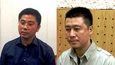 Bị can Nguyễn Văn Dương (áo sẫm) và Phan Sào Nam (áo sáng)