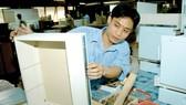 Sản xuất tủ gỗ xuất khẩu tại một đơn vị ở TPHCM                                                Ảnh: CAO THĂNG