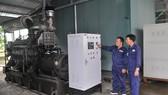 Máy phát điện sử dụng khí chuyển hóa từ rác tại bãi rác Gò Cát                                                                                     Ảnh: THÀNH TRÍ
