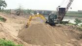 Phát hiện nhiều bến bãi tập kết cát trái phép
