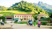Những ngôi trường khang trang bên chân núi