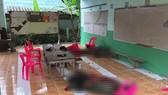 Thi thể các nạn nhân trong vụ xả súng - Ảnh: BANGKOK POST