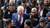 Cựu Thủ tướng Malaysia Najib Razak được dẫn giải ra tòa