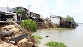 Xuất hiện vết nứt dài 70m ở bờ sông Hậu thuộc An Giang
