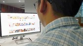 Khách hàng đang tìm kiếm sản phẩm khuyến mại tại ứng dụng Meete