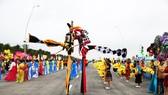Diễu hành Carnaval tưng bừng bên bờ biển Bãi Cháy