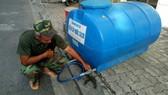 Dawaco đặt các bồn nước tạm cho người dân sử dụng