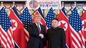Hai nhà lãnh đạo Mỹ và Triều Tiên tại hội nghị cấp cao lần hai hồi tháng 2 tại Hà Nội. Ảnh: YONHAP