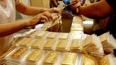 Giá vàng, chứng khoán tăng