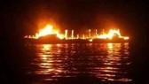 Ít nhất 7 người thiệt mạng trong vụ cháy tàu. Ảnh: GULF TIMES