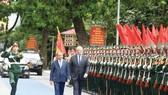 Thủ tướng Nguyễn Xuân Phúc và Thủ tướng Scott Morrison  duyệt đội danh dự Quân đội Nhân dân Việt Nam