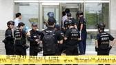 Cảnh sát phong tỏa hiện trường vụ nổ bưu kiện tại Đại học Yonsei ở Seoul, Hàn Quốc, ngày 13-6-2017. Ảnh: YONHAP