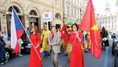 """Áo dài Việt Nam ở """"Lễ hội Praha - Trái tim của các dân tộc"""""""