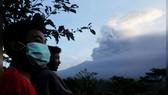 Núi lửa phun trào, hàng nghìn du khách mắc kẹt tại đảo Bali