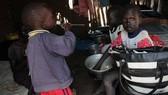 Cuộc sống thiếu thốn của những đứa trẻ Nam Sudan ở trại tị nạn. Nguồn: Anadolu