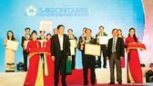 Đại diện Công ty Dịch vụ lữ hành Saigontourist nhận giải thưởng tại Ngày hội Du lịch TPHCM 2018