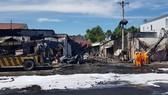 Hiện trường vụ cháy xe bồn chở xăng tại Bình Phước