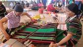 Lần đầu tiên Việt Nam tổ chức Lễ hội văn hóa thổ cẩm