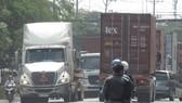 Container giành hết đường ĐT 743 qua thị xã Thuận An
