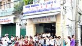 Nhiều bệnh nhân nghèo đến phòng khám từ thiện  của Hội Đông y quận 5 để được khám và cấp thuốc miễn phí