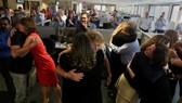 Tòa soạn báo The Sun Sentinel vui mừng sau khi nhận được thông tin thắng giải Pulitzer. Ảnh: REUTERS