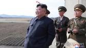 Nhà lãnh đạo Kim Jong-un giám sát cuộc diễn tập bay của đơn vị không quân Triều Tiên ngày 16-4. Ảnh: Yonhap News.