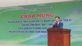 """""""Nhà báo quốc tế"""" Lê Hoàng Anh Tuấn về thăm trường cũ. Ảnh: Facebook"""