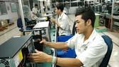 Sản xuất máy tính tại Nhà máy FPT. Ảnh: CAO THĂNG